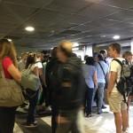 Stazione Garibaldi, una donna si sente male: la metro si blocca
