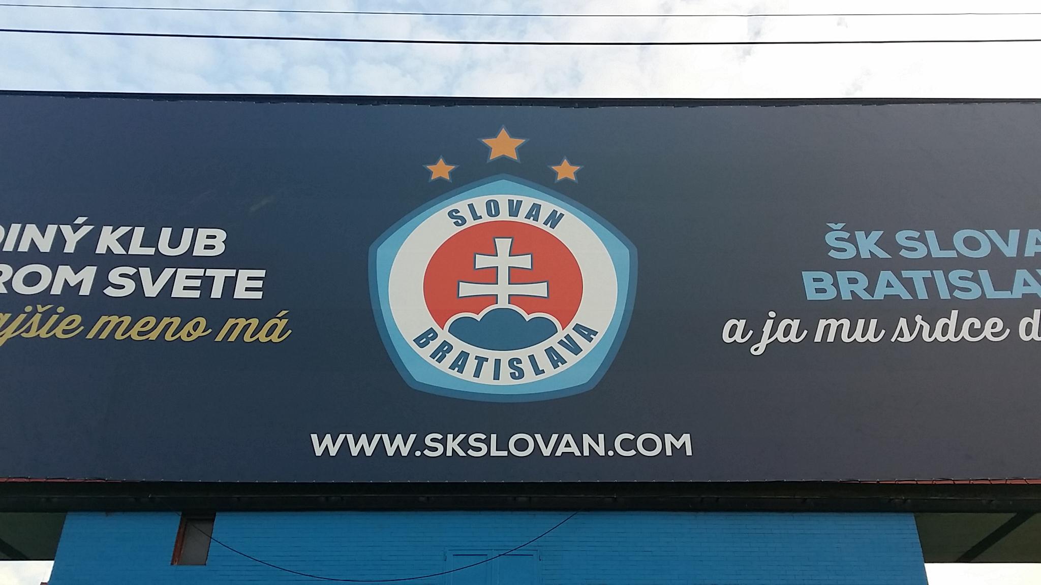 Formazioni ufficiali di Slovan - Napoli. Ampio turnover per Benitez