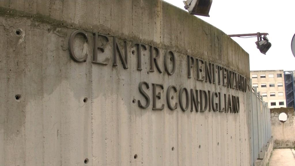 Niente Sky e carne di scarsa qualità, la rivolta dei detenuti del carcere di Secondigliano