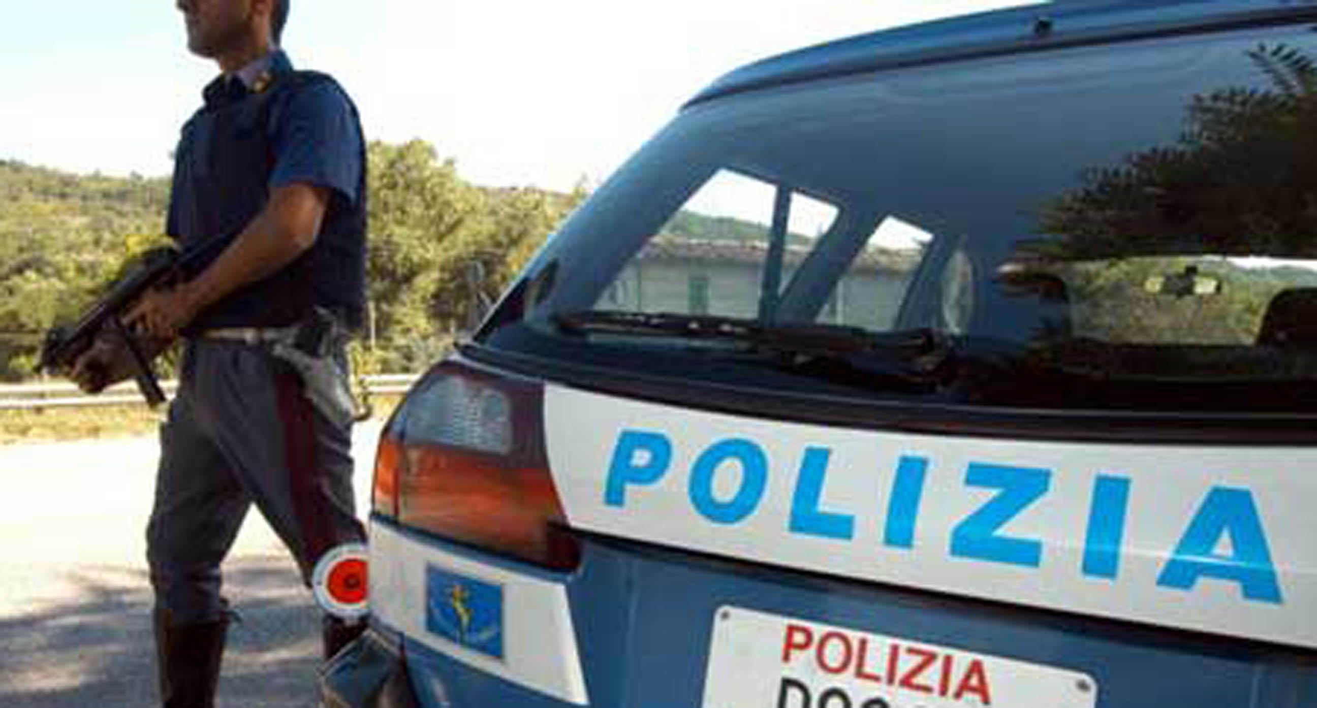 Falsi poliziotti aggrediscono e rapinano due imprenditori a Ponticelli
