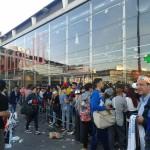 Fans in coda per Rocco Hunt alla Feltrinelli di piazza Garibaldi