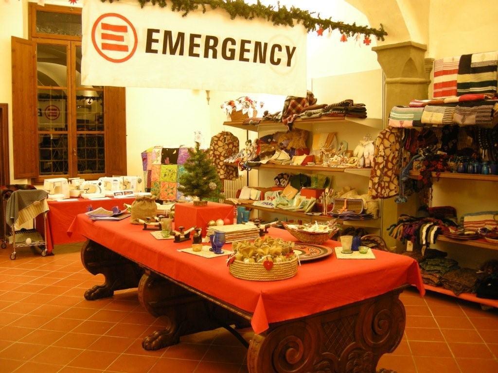 Emergency Regali Di Natale.Emergency Apre Un Negozio Perfetto Per I Regali Di Natale A Napoli