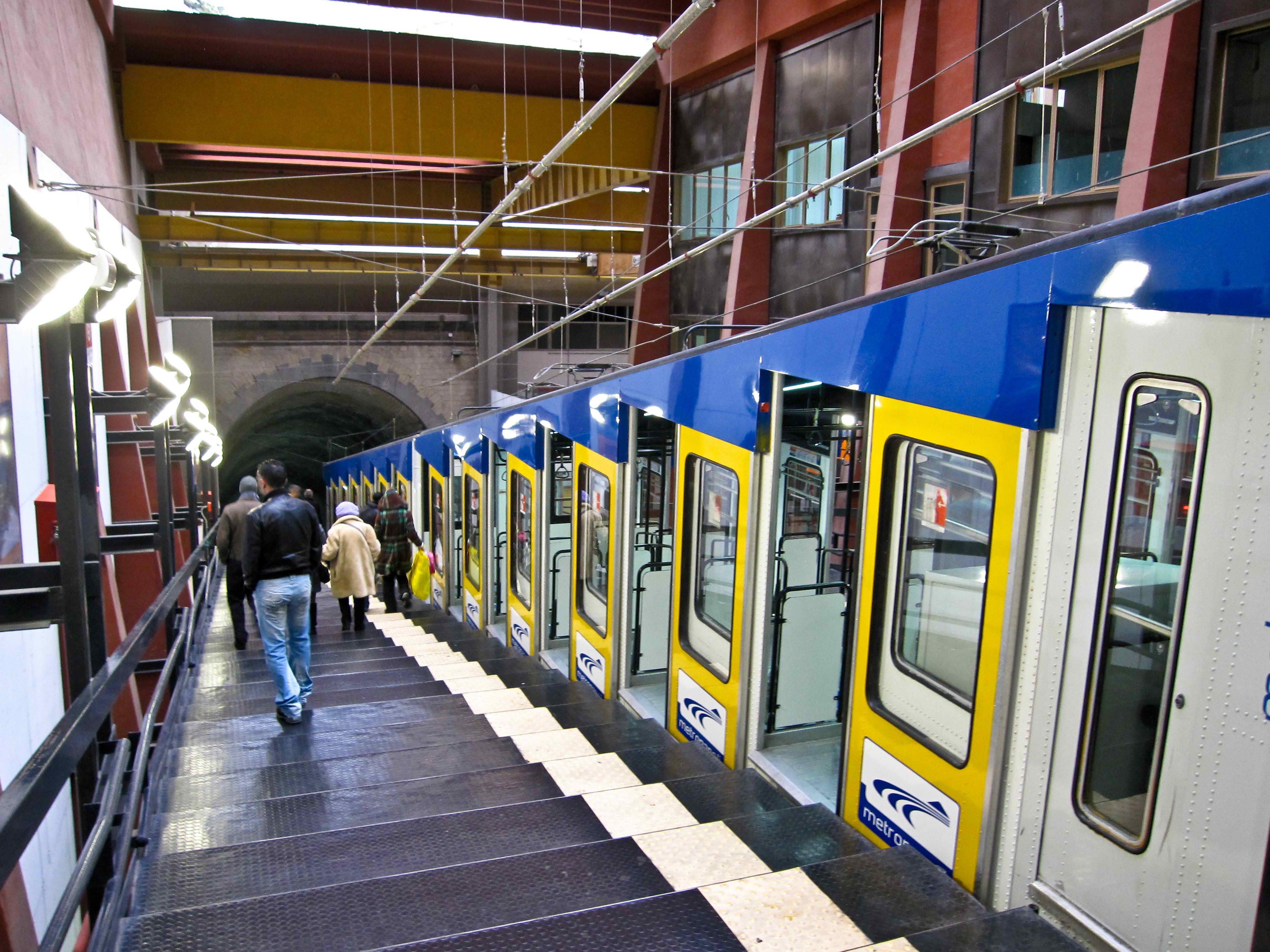 Trasporti: mancano due capiservizio stop alle funicolari a Napoli
