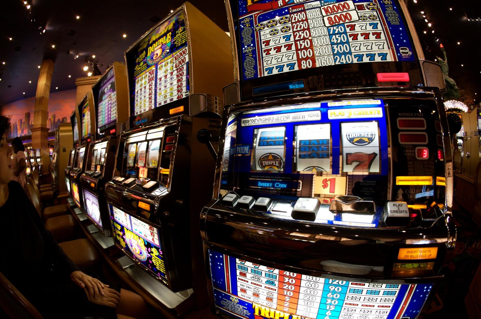 Camorra: 11 arresti nel Casertano, in manette imprenditori operanti nel settore delle slot machine