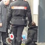 Clochard sieropositiva minaccia i commercianti di Chiaia: portata via dalla Municipale
