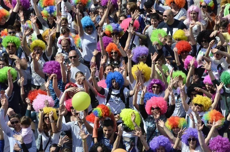"""Flash mob Napoli è """"Mille culure"""" contro la violenza omofobica"""