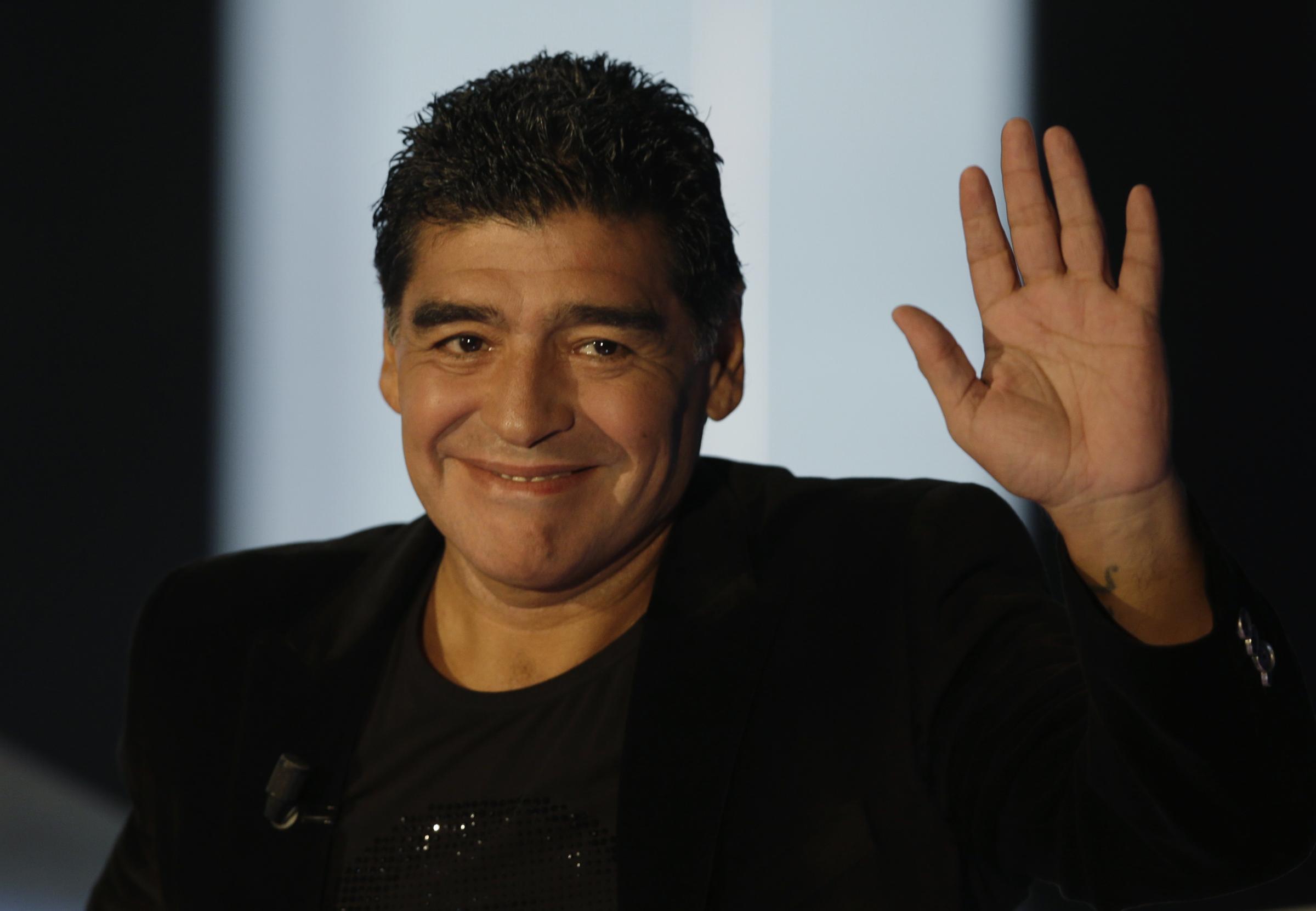 Diego Maradona saluta Pino Daniele (VIDEO)