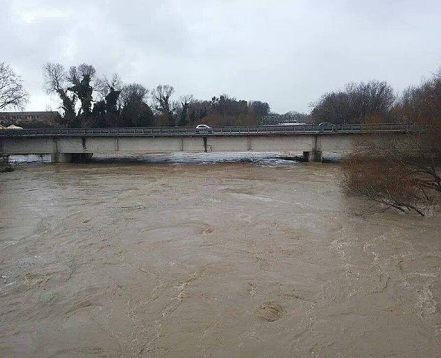 Fiumi esondati, famiglie evacuate e allerta meteo fiume sele