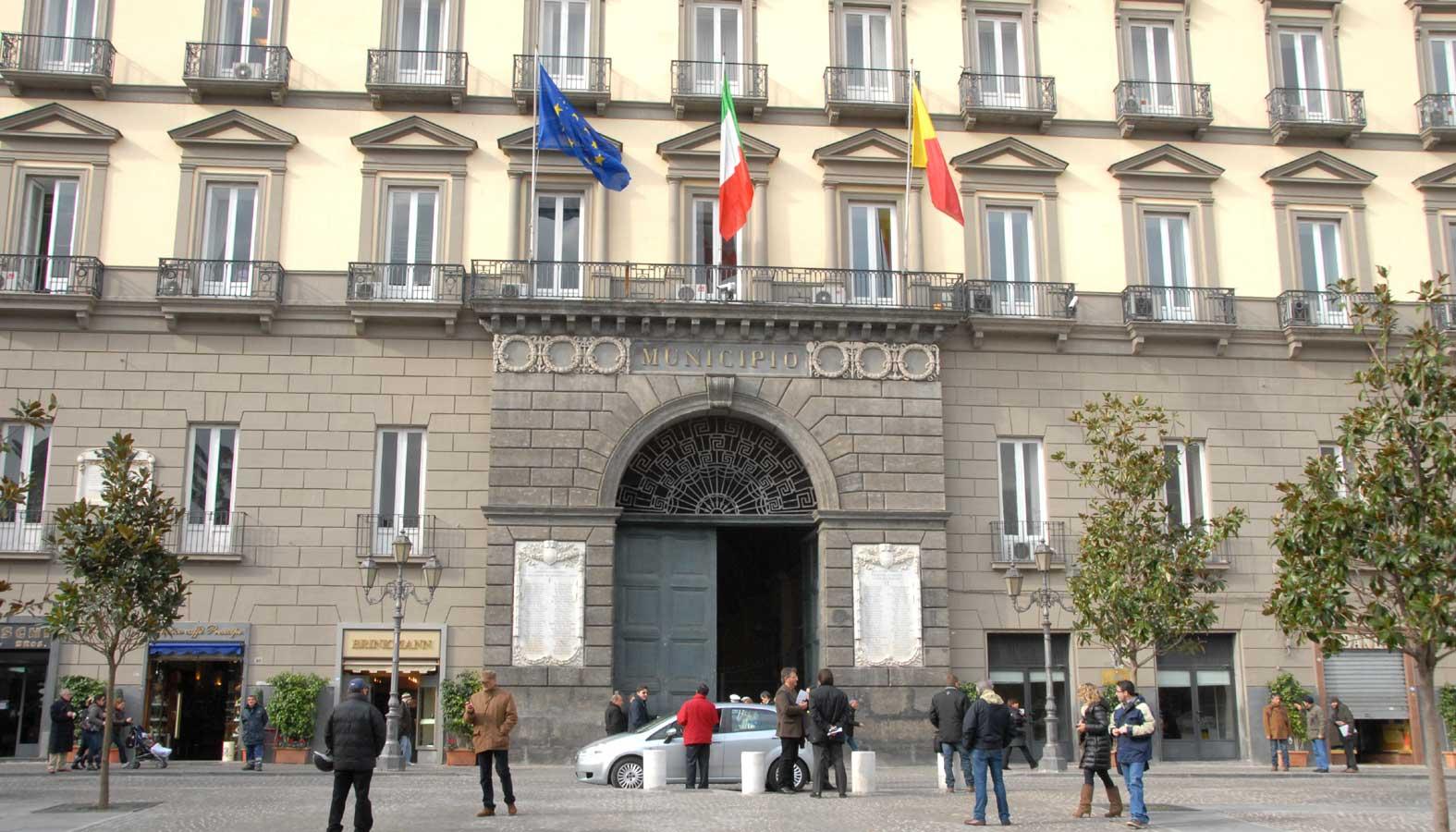 Spese per i dipendenti comunali: ecco quanto si spende a Napoli