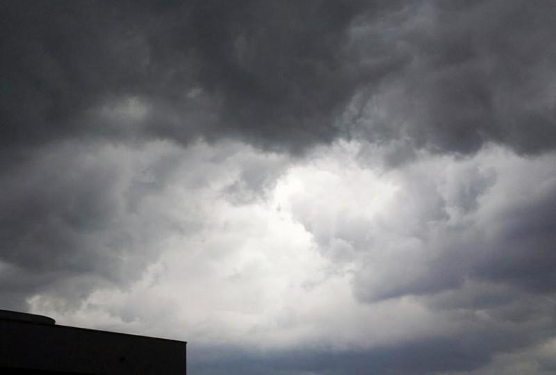 Meteo, estate stop: pioggia in arrivo e temperature giù