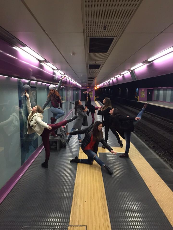Ritardi metropolitana? Ecco la protesta alternativa (FOTO)