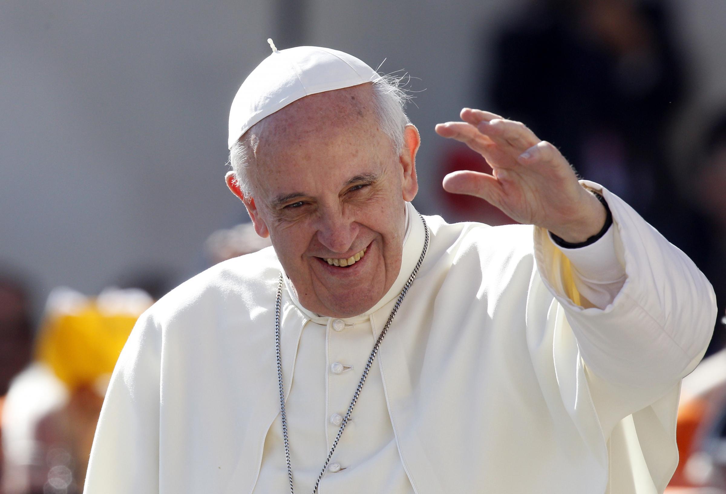 """Papa a Napoli: niente auto blindata """"Voglio stare tra la gente"""""""