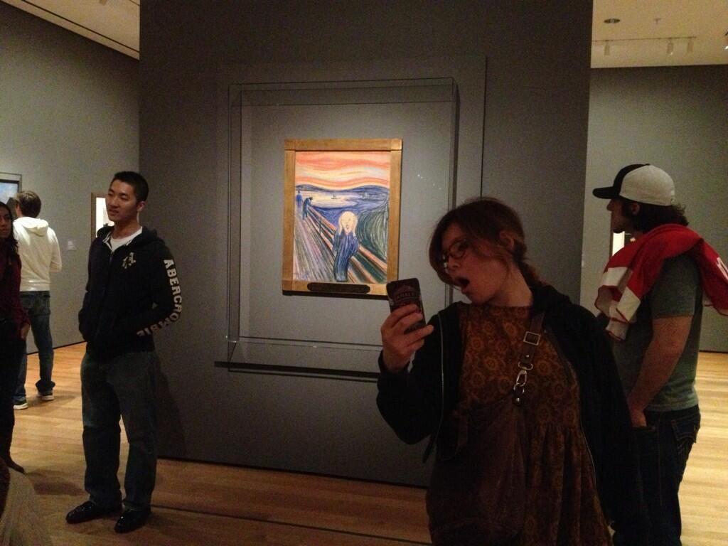 Museum Selfie Day: via libera agli autoscatti anche a Napoli al Madre