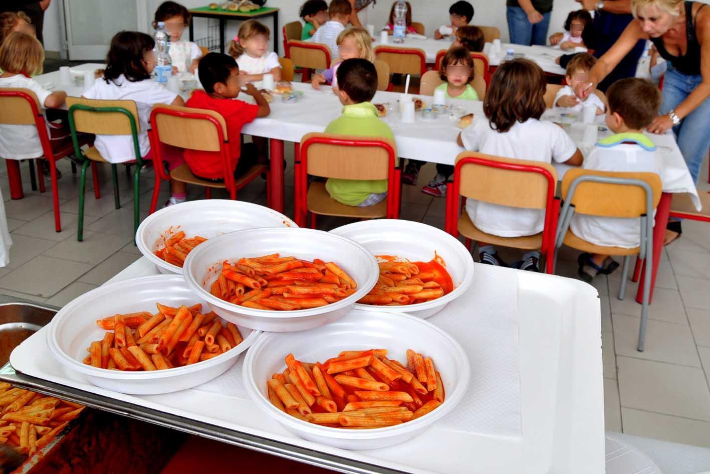 tacchino scaduto a scuola a Fuorigrotta Napoli