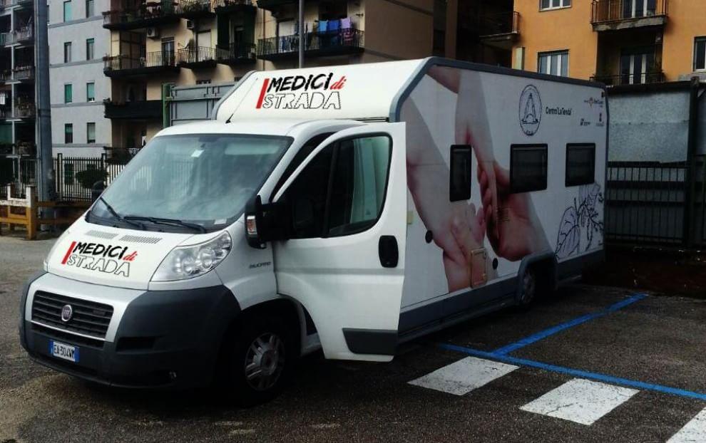 Medici di Strada: arriva a Napoli la clinica mobile per i clochard