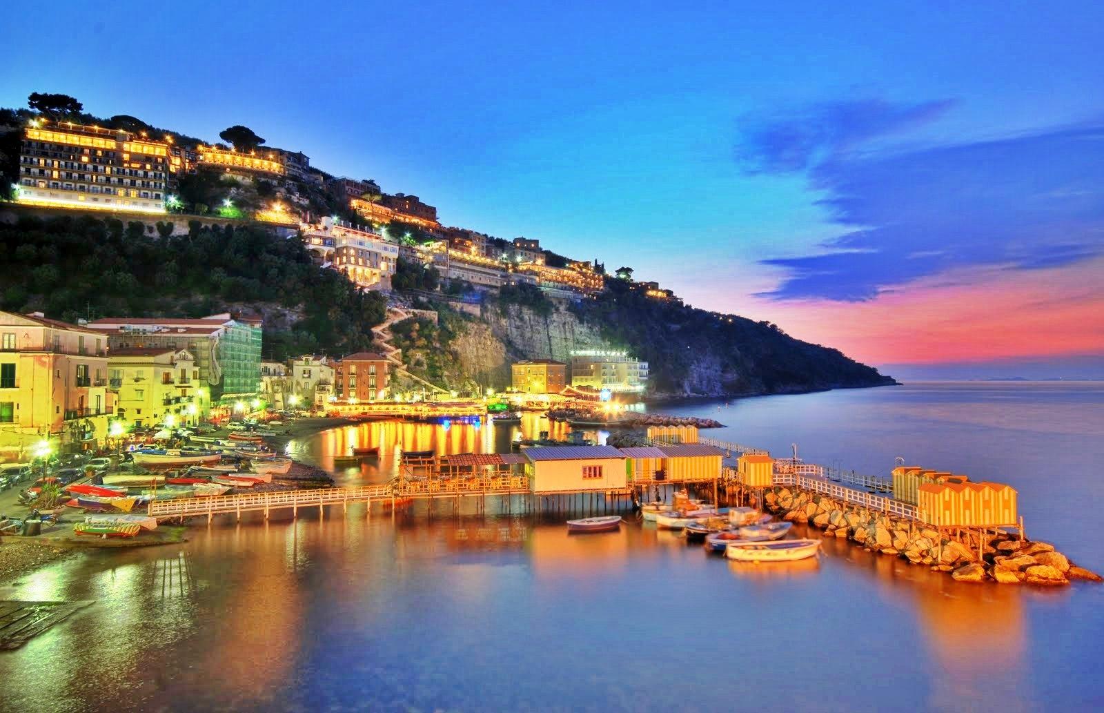Mete più amate dai turisti: Napoli, Positano e Sorrento