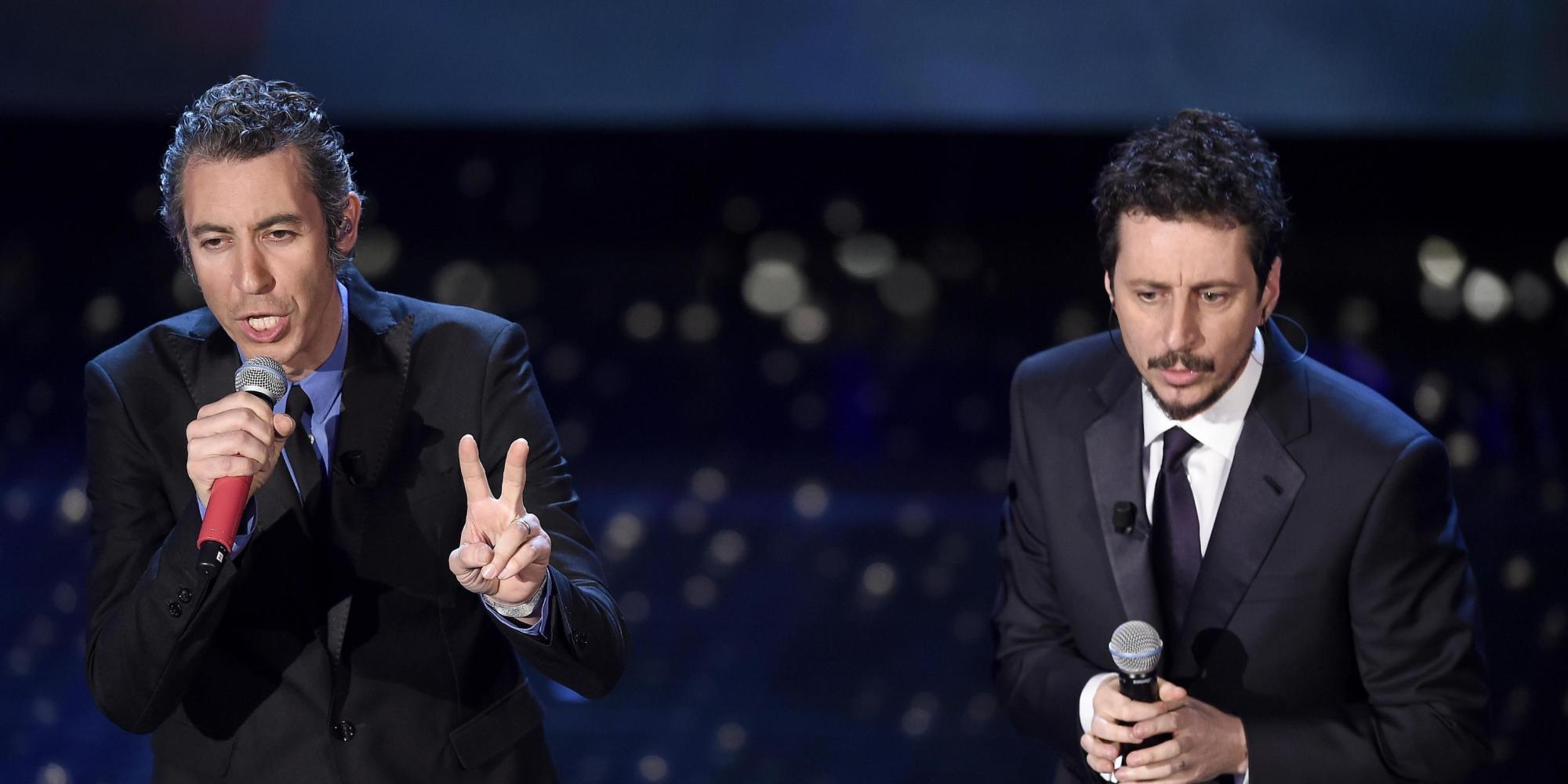 Luca e Paolo a Sanremo salutano a modo loro Pino Daniele