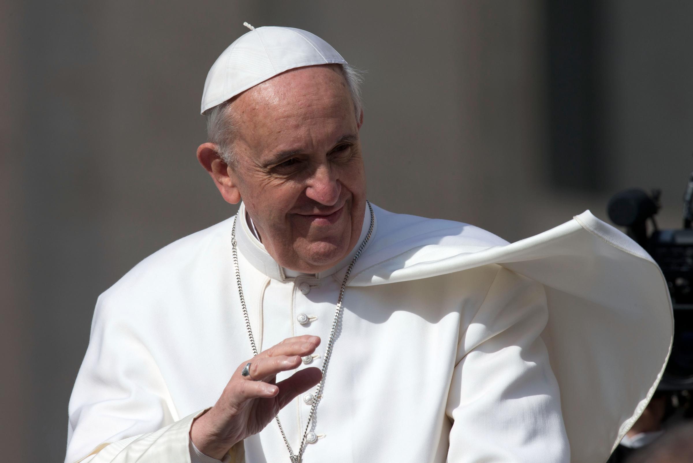 Papa a Napoli: trasporti pubblici gratis per tutti