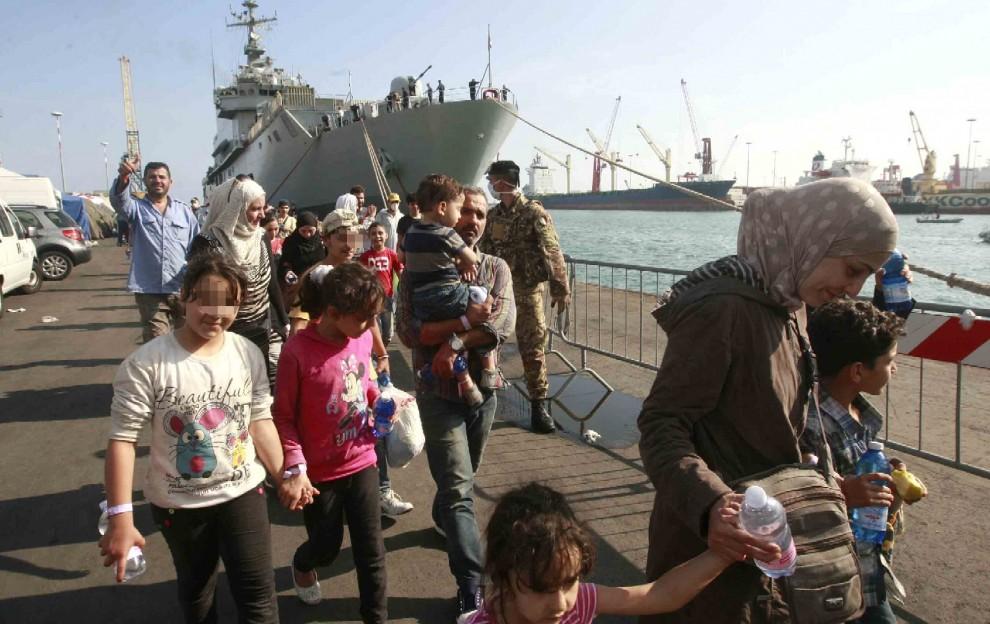 Porto di Salerno: sbarcati 320 migranti, arrivano dalla Libia