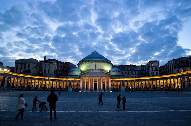 Welcome to Napoli: la città premia il miglior vigile urbano e tassista