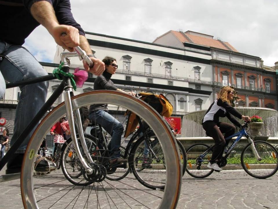 Napoli in bici: domenica tutti sul lungomare