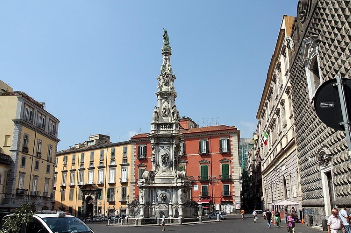 Storia e leggenda Napoli