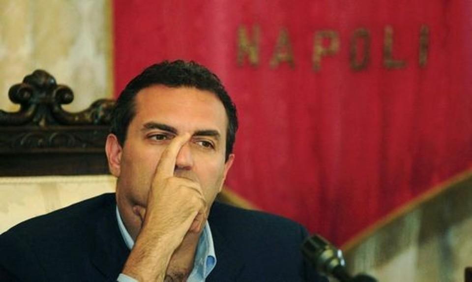 De Magistris, lo Stato paga per l'errore del sindaco di Napoli