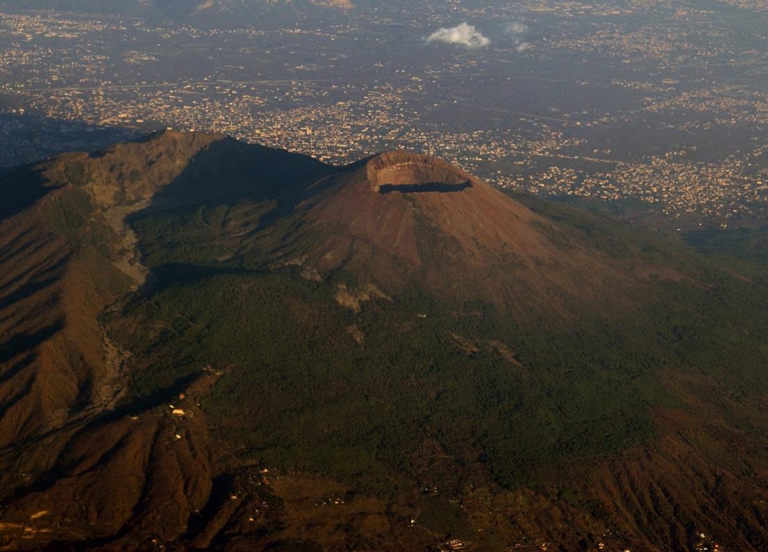 """Allarme Vesuvio. Il capo della Protezione Civile: """"Il mio incubo"""""""