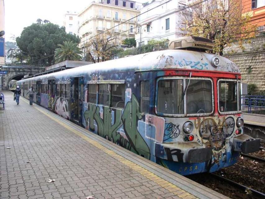 Investito dal treno a Pozzuoli: piede amputato