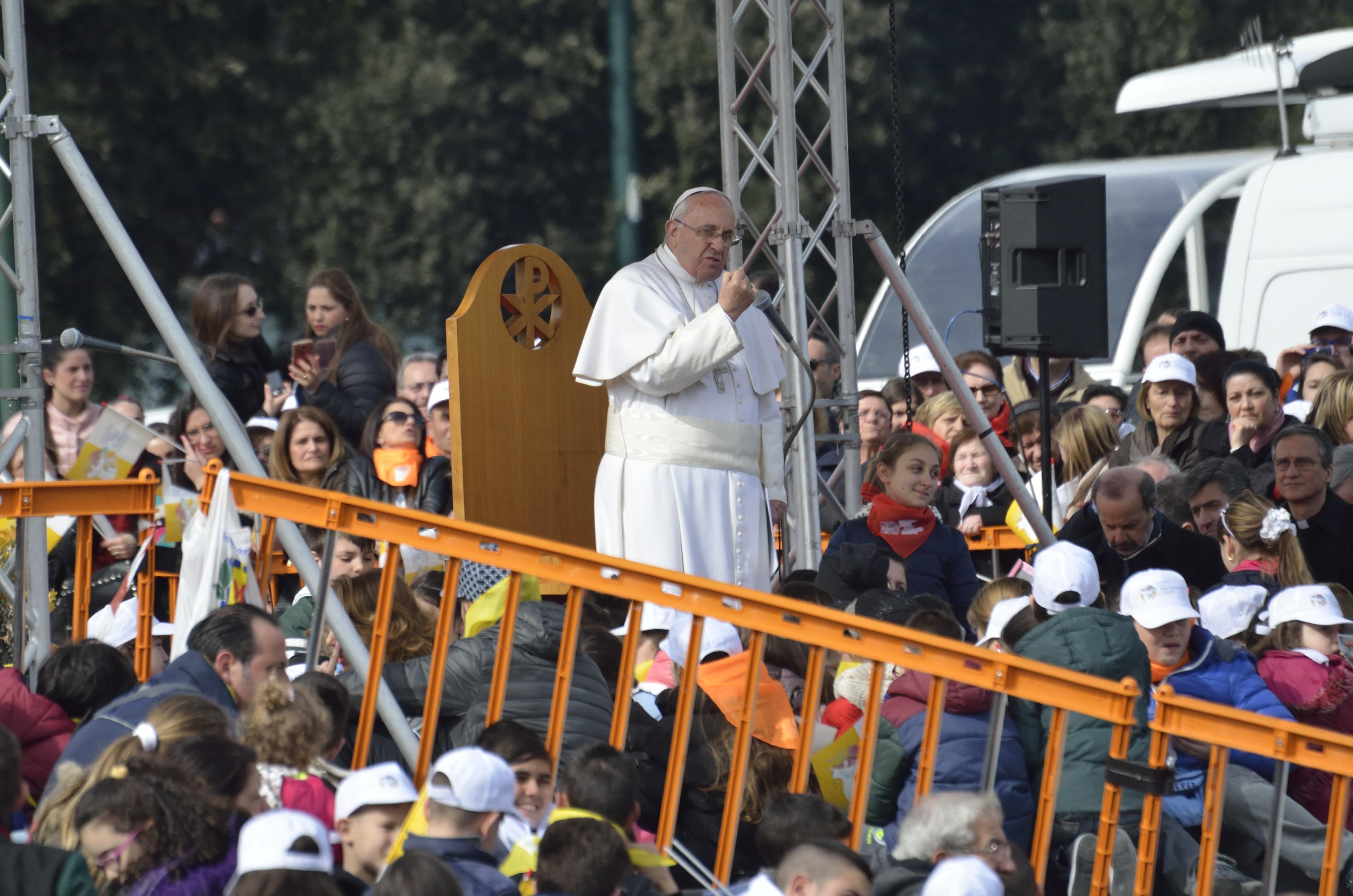 """""""Dio vive a Napoli"""", speciale della Rai sulle visita di Papa Francesco nella città partenopea"""