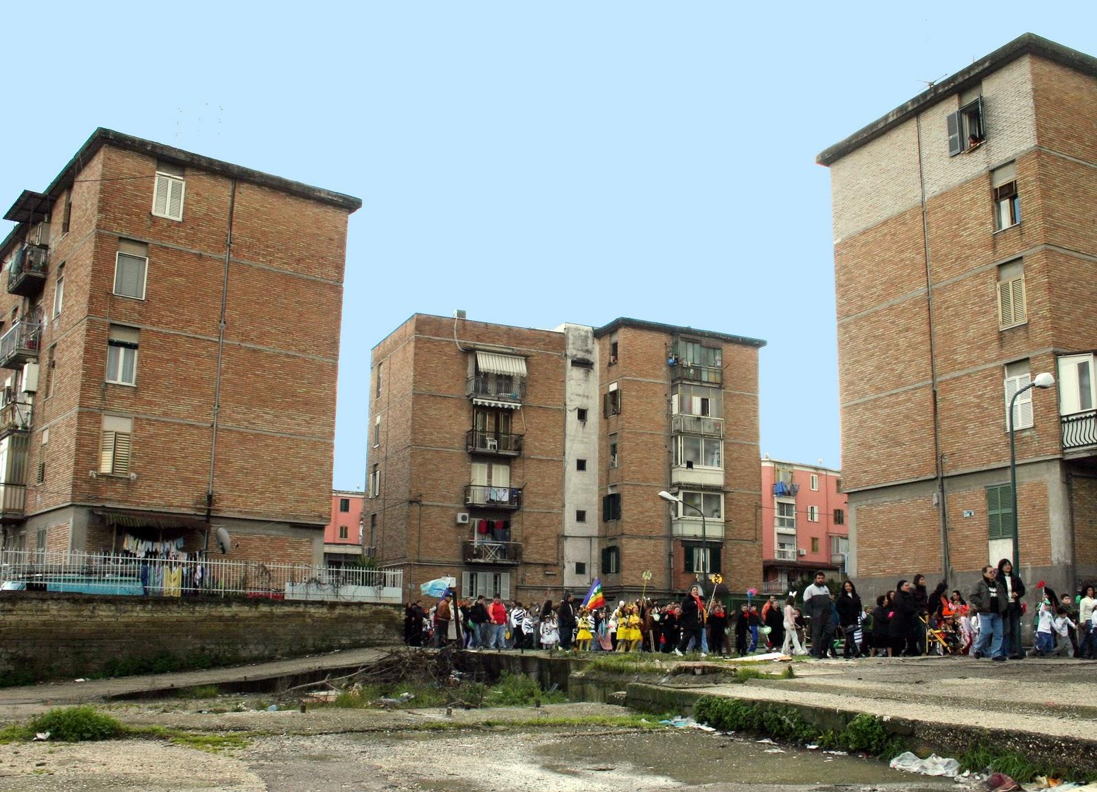 Disoccupato si suicida, accade a Napoli: lascia un figlio di due anni