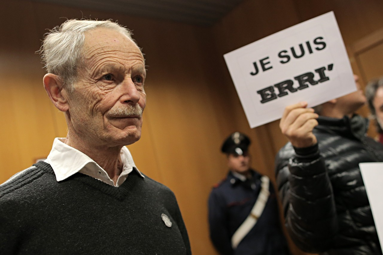 "Erri De Luca, Hollande: ""Non si processa un intellettuale"""