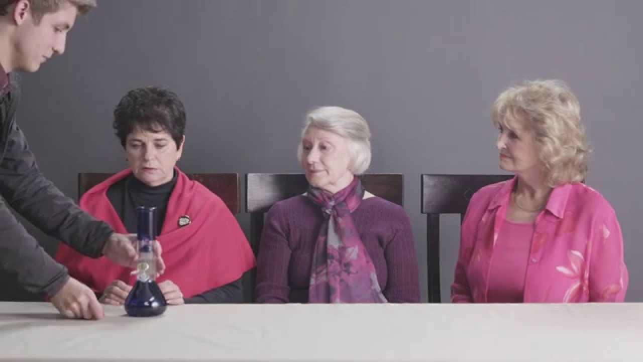 Marijuana: 3 nonnine la provano per la prima volta (VIDEO)