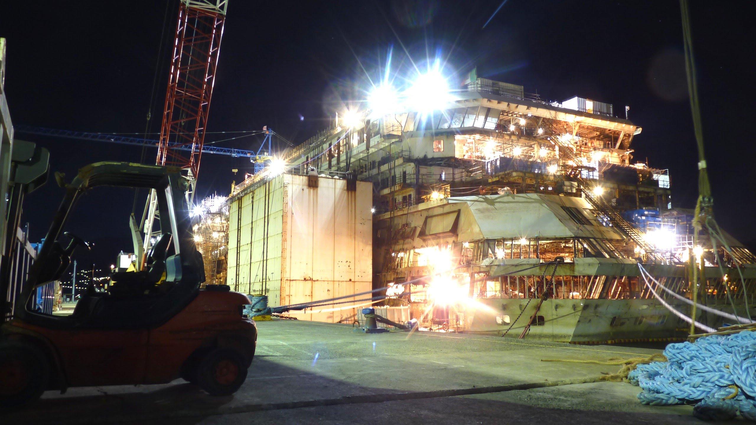 Costa Concordia: sale indisturbato sul relitto e filma tutto (VIDEO)