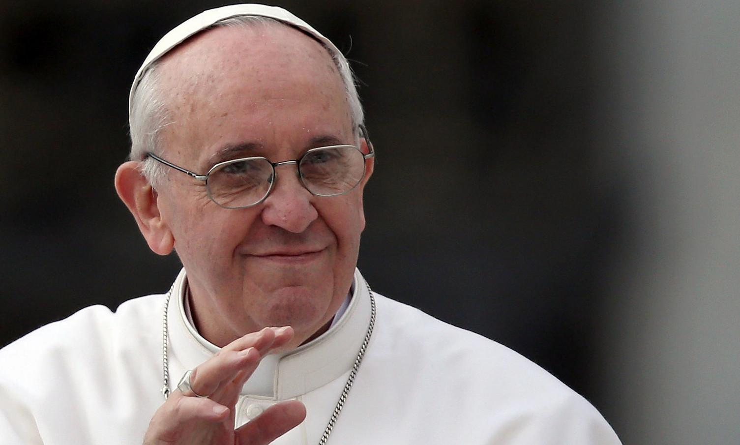 Papa Francesco, annullata l'esibizione di Nino D'Angelo e Rocco Hunt