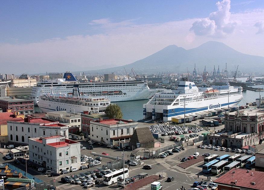 Traghetto Cagliari-Napoli: furti e molestie da 50 extracomunitari