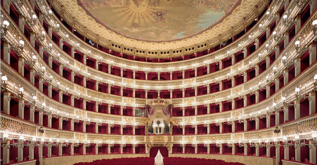 """Flashmob in attesa del balletto """"Alice in Wonderland"""" al Teatro San Carlo"""