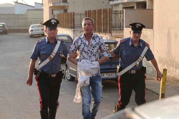 Tony Marciano, cantante neomelodico, passa agli arresti domiciliari