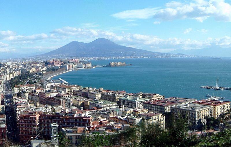 Turismo a Napoli: flussi turistici in città raddoppiati negli ultimi tre anni