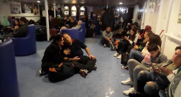 traghetti per le isole come profughi