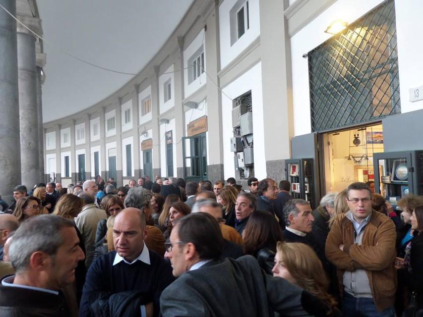 Colonnato di piazza del Plebiscito: si rivedono le botteghe artigiane