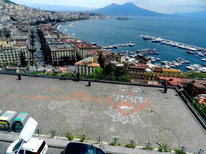 Terrazza di Sant'Antonio a Posillipo: vandali imbrattano uno dei luoghi più belli e romantici di Napoli