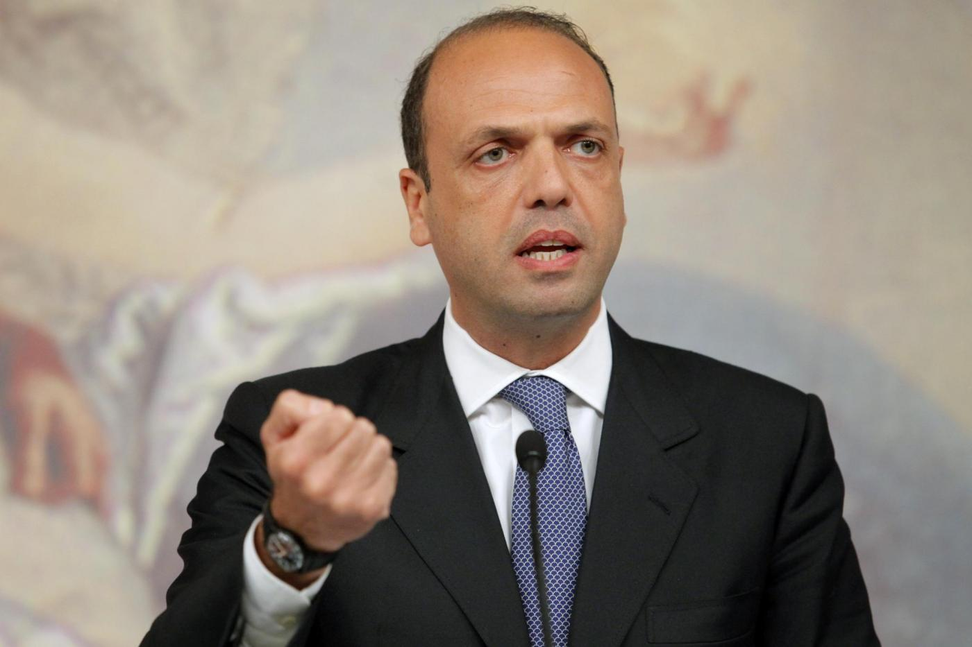 Alfano a Napoli: