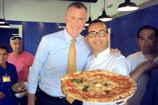Bill de Blasio dalla parte della pizza nella guerra con Mc Donald's