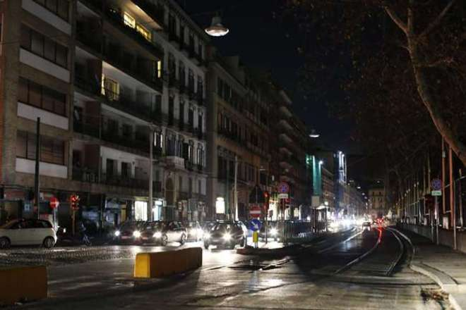 Black out a Napoli. Pasqua al buio al Centro Storico per la delusione di turisti e commercianti
