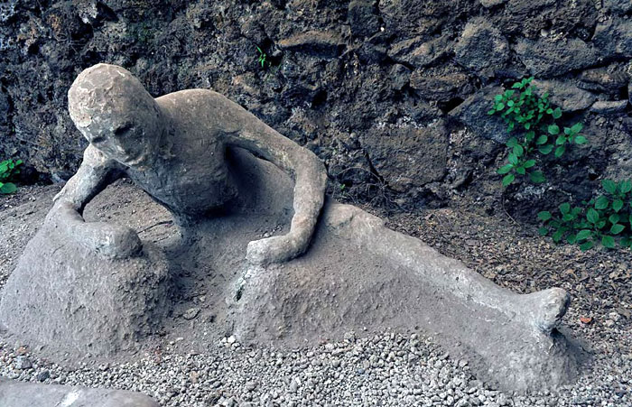 Restauri ai calchi delle vittime di Pompei