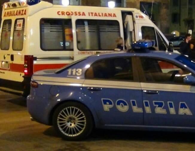 Giallo nella notte a Napoli. Donna trovata sanguinante in strada: è grave