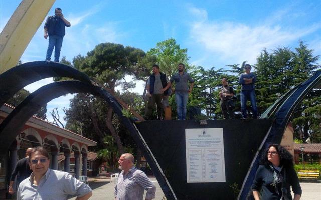 Edenlandia, nessuna riapertura: i lavoratori occupano il parco
