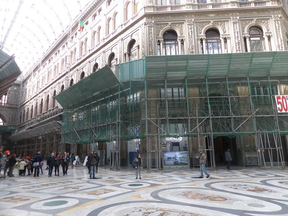 Galleria Umberto, lavori bloccati e tutti contro tutti