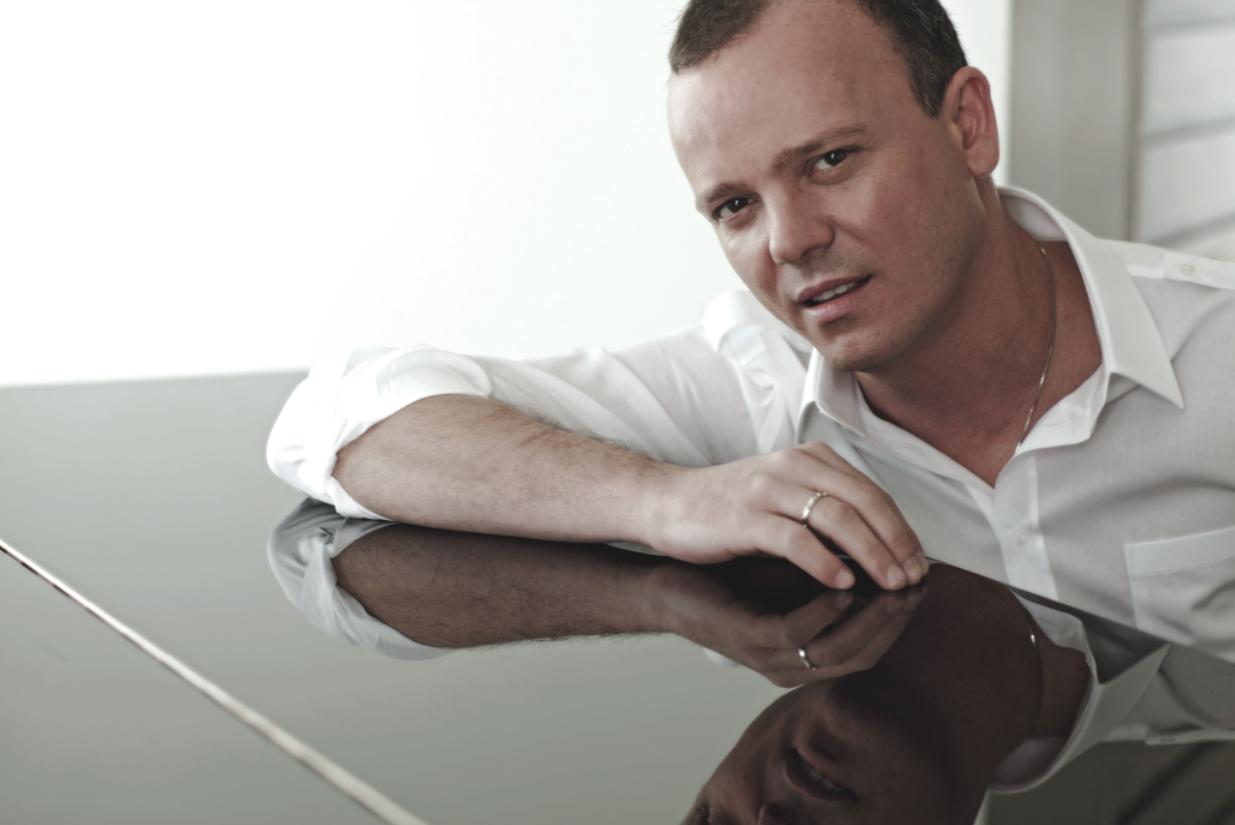 Gigi D'Alessio: arriva 'Malaterra', arriva il nuovo album del cantautore partenope